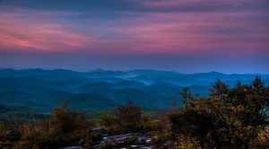 Rough-Ridge-before-sunrise.-Fog-fills-valleys-along-the-Blue-Ridge-Parkway-south-of-Blowing-Rock-N.C.-